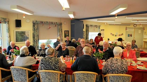 Små 30 deltagere var på plads ved fredagens julefrokost hos Ulsted Centerråd. Foto: Allan Mortensen