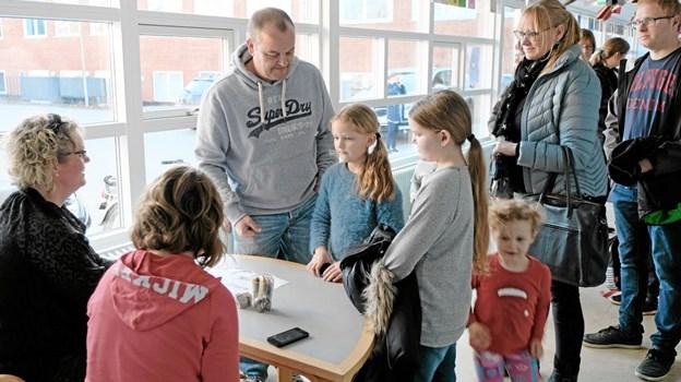 Spaghettigeneralforsamlingerne på Friskolen var et tilløbsstykke. 88 voksne med børn var tilmeldt. Foto: Niels Helver