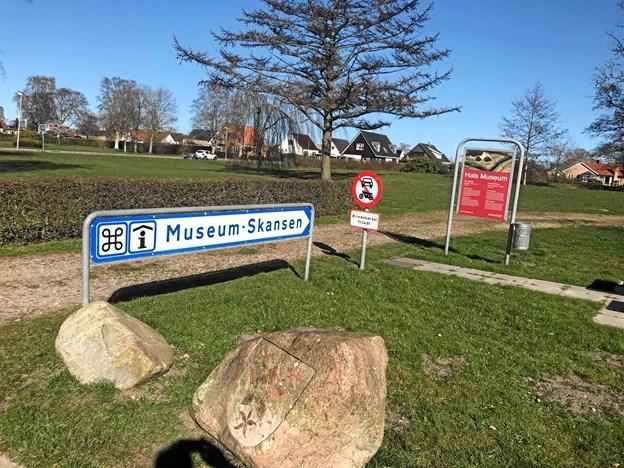Nu er det synligt for både lokale og turister, at man bag voldene ved Hals Skanse både finder et museum og turistinformation. Foto: Nordjyllands Historiske Museum