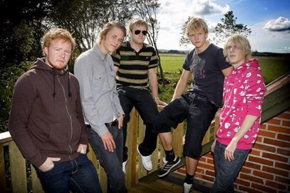 Miami Youth består af Anders Hvass (bas), Mathias Bertelsen (sang og guitar), Anders Brogaard (guitar), Lars Hvelplund (trommer) og Stig Hansen (keyboard). Foto: Peter Mørk