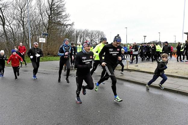 Maratonløbere var også med. De stod forrest da startpistolen blev skudt af. Midt i billedet Brian Vesterbæk og Kasper Boamah.Foto: Ole Iversen Ole Iversen