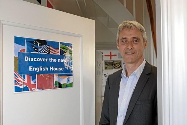 Kevin Brown byder elever fra hele Danmark velkommen til The English House i Hirtshals, hvor der er spændende undervisningstilbud i det engelske verdenssprog. Foto: Niels Helver