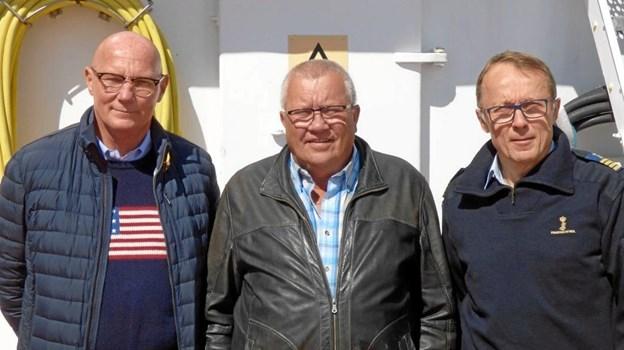 Fra venstre ses kontorchef Henrik Bandholm, fiskeriinspektør Knud Pedersen og 1. skibsfører på Vestkysten Torben Broe Frederiksen