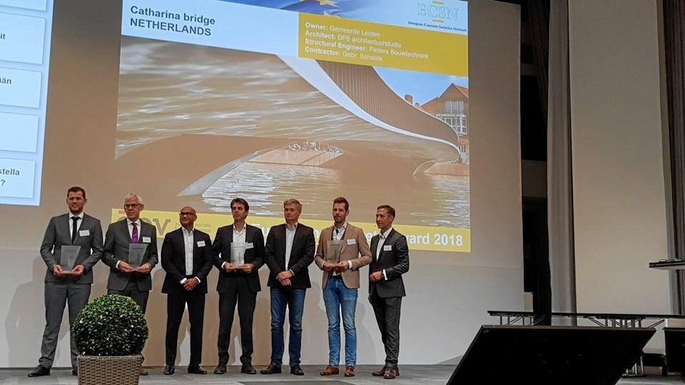 Hi-Con er her repræsenteret på sejrspodiet ved Business Development Manager, Hans Bruun Nissen. Han ses som nummer tre fra højre.