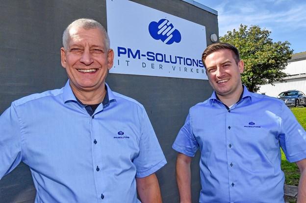 Peter Aagaard og Martin Veje Hansens (t.h.) nye firma er klar med IT-løsninger der virker for mellemstore og små virksomheder. Foto: Ole Iversen