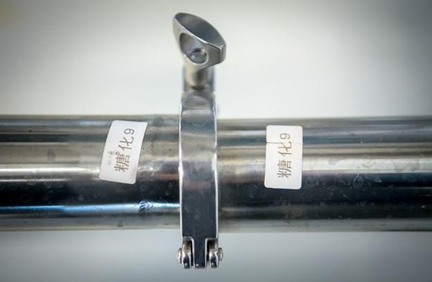 Brygværket er lavet i Kina, og samlemanualen var på kinesisk, så det var om at sætte de rør, som havde samme etiketter, sammen.