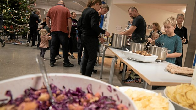 Med 90 deltagere var der udsolgt til den første fællesspisning. Foto: Anders Thomsen
