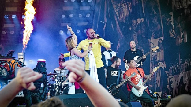 """SUSPEKT """"suttede den op fra slap...."""" og publikum var vilde med Danmarks mest vulgære band. Foto: Ole Iversen Ole Iversen"""