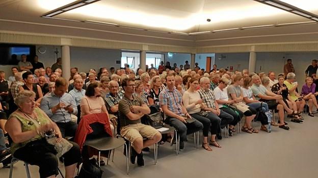 Aalborg kommune har udarbejdet et debatoplæg om Svenstrups byudvikling de kommende 12 år. I oplægget indgår mange af de forslag, som kom frem på borgermødet på Højvangskolen i maj sidste år (billedet). Arkivfoto: Karl Erik Hansen