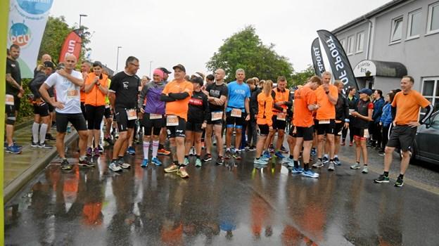 Der var godt med løbekammerater til halvmaraton nummer 100. Privatfoto