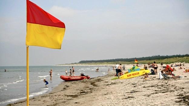Det er skønt at være på stranden, men husk at passe på, når turen går ud i bølgerne.