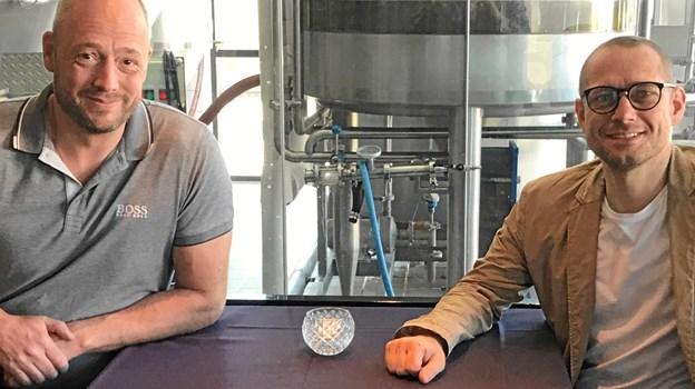 Mads Jensen fra Supervin og Kristian Rise fra Bryghuset har indgået samarbejde, der skal fremme salg af Vendia-øl i hele landet. Privatfoto