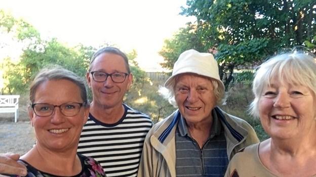 De to ægtepar, Birgit og Poul Bernth og Ann-Marie Gabrielsson og Jesper Hegaard er naturligvis klar til endnu en sæson i digterens hus på Hans Baghsvej
