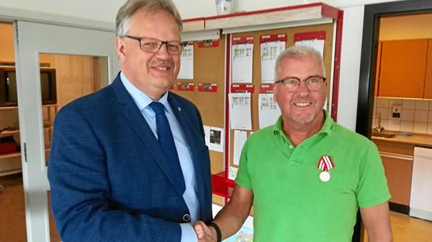 Michael Erik Heden med borgmester Mogens Chr. Gade til højre. Foto: Derek Ian Damgaard
