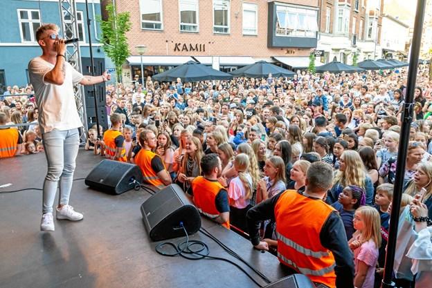 Kulturnatten tiltrækker hvert år tusinder af mennesker til Hjørring - lige nu inviterer Hjørring handel de lokale foreninger og kulturaktører til at deltage i folkefesten. Arkivfoto: Aage Møller-Pedersen