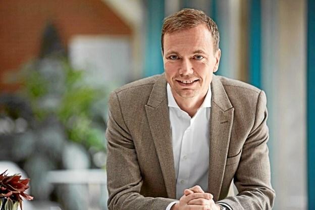 Den nuværende koncerndirektør Roeland V. Løfberg ventes konstitueret som regionsdirektør i Svend Særkjærs sted.