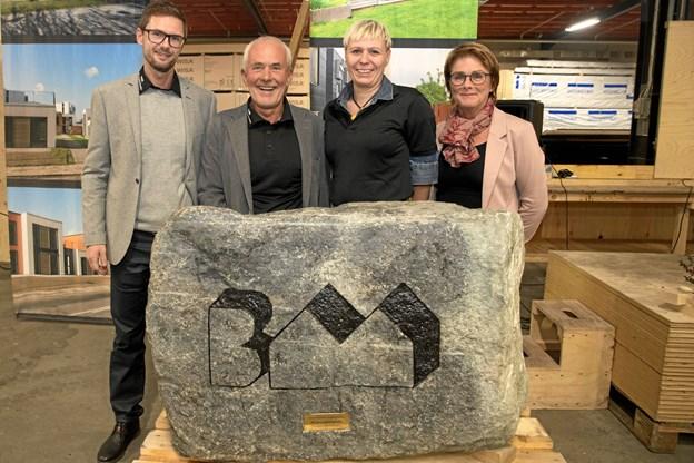 Personalegaven til BM Byggeindustri var en stor stenskulptur. Foto: TM&E Air-view.dk
