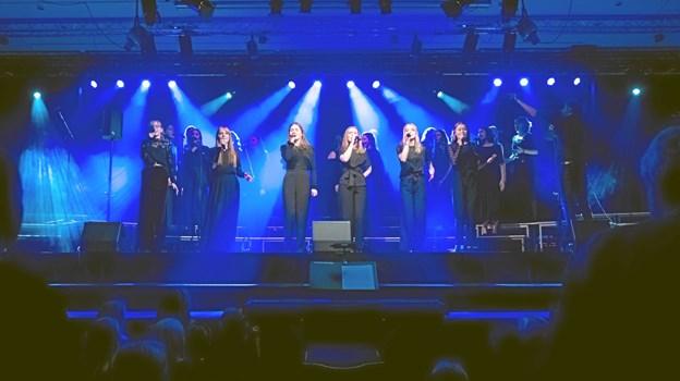 Mariagerfjord Pigekors professionelle sceneoptræden imponerede både i Tyskland, Holland og Belgien under korets forårsturné. Privatfoto: Rene Jeppesen