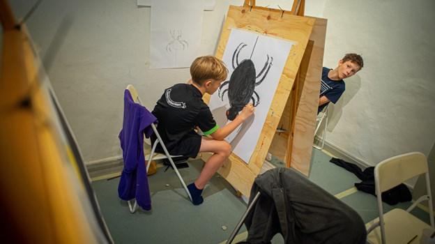 Den store edderkop tager form. Martin Damgård