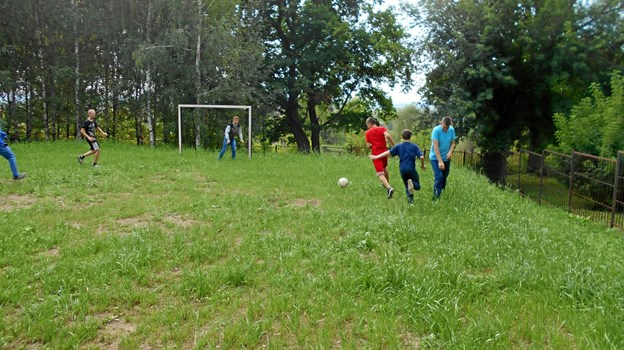 Den nye sportsplads bruges både i undervisning og i fritiden. Privatfoto