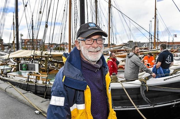 Jacob Ussing, skipper på toldkrydsjagten Viking, der tidligere sejlede for toldvæsenet og jagtede smuglere i Øresund indtil 1909. Den ligger som ske nr. 3 bagved.Foto: Ole Iversen