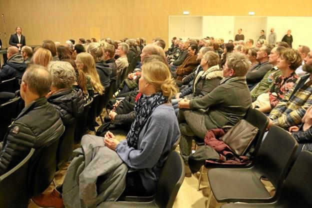 SSP-konsulent Mads Haudahl-Haugaard fortalte alle 1g og 1hf's forældre om brug af digitale medier i hverdagen.Foto: Hjørring Gymnasium