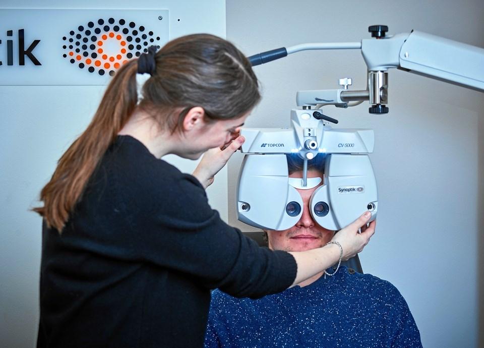 Synoptik på Springvandspladsen i Hjørring er igen blevet certificeret i forhold til synsprøver og kontaktlinseundersøgelser. PR-foto