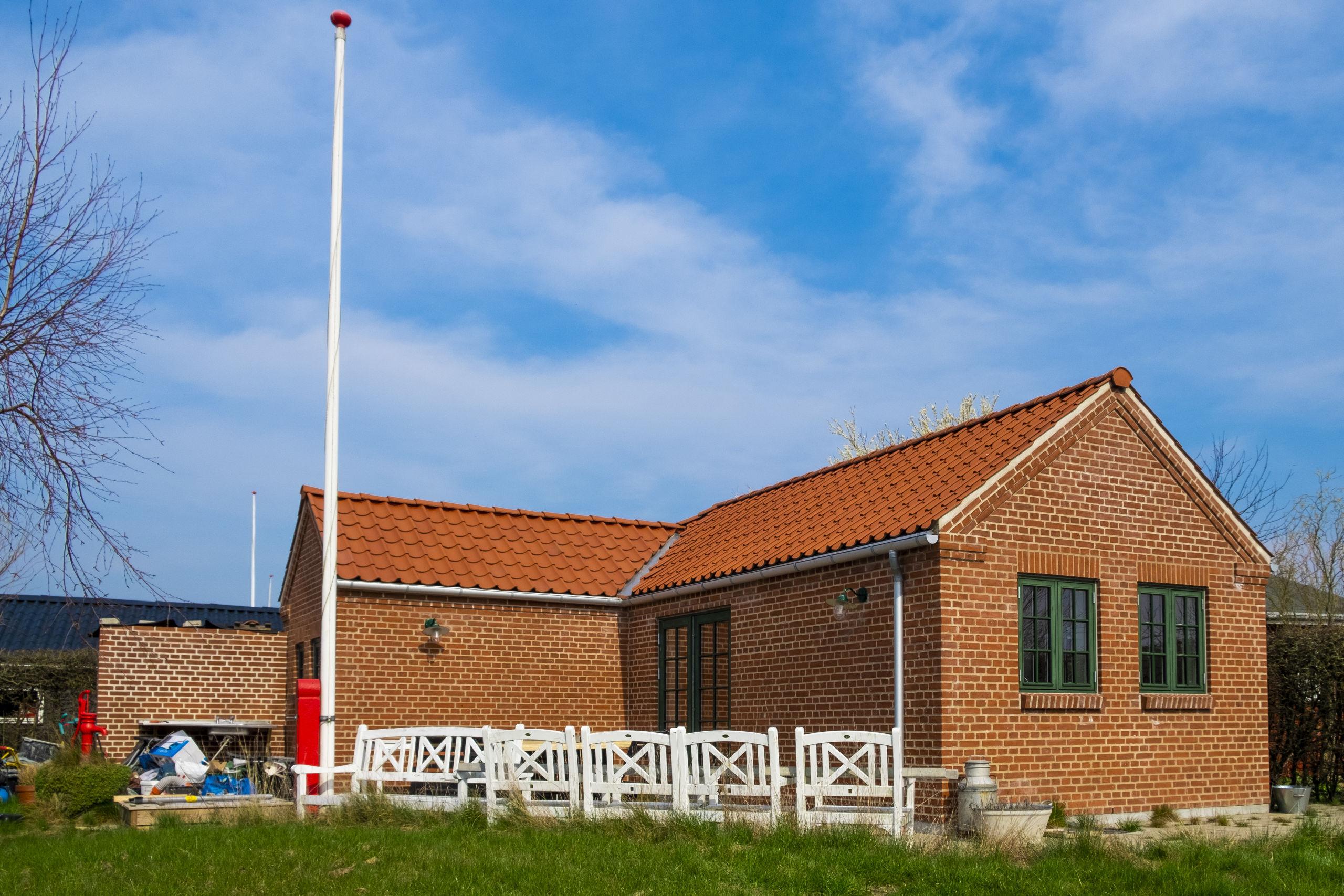 Traditionelt er kolonihaverne bygget i træ - men der er også eksempler på huse i andre materialer. Foto: Lasse Sand
