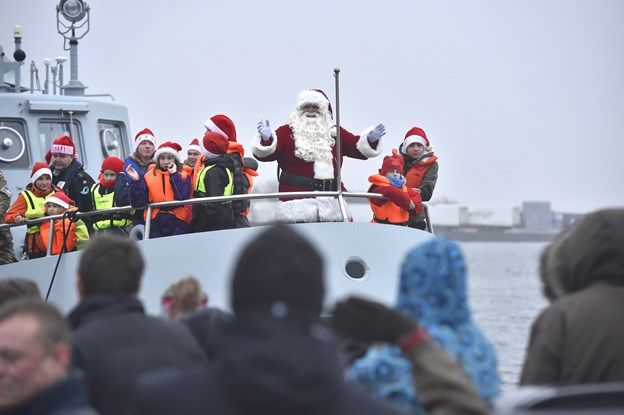 Ho-ho-ho - Julemanden ankommer med HJV Jupiter til Thisted havn.Foto: Ole Iversen