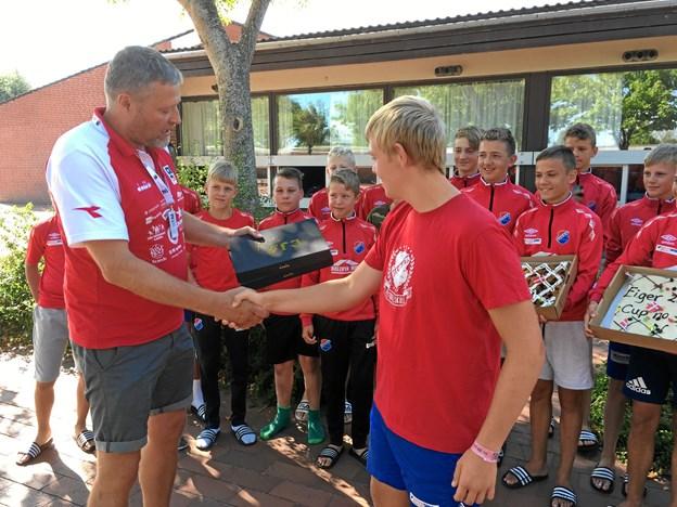 Anders ønskede holdcoach Frode til lykke med jubilæet