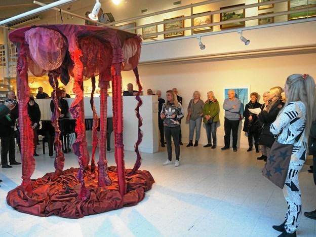 """""""Livets træ"""" er titlen på denne installation af Hedvig Poulsen. Foto: Frederikshavn Kunstmuseum"""