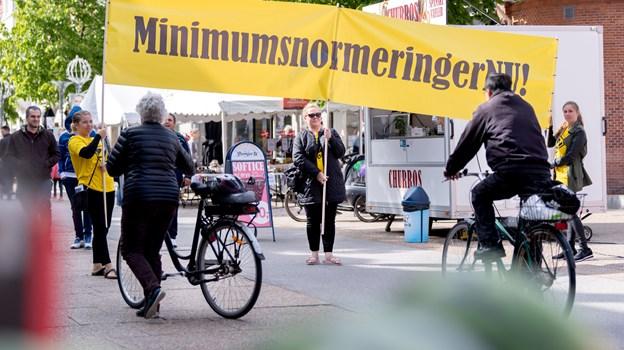 Anette Bæk, Karina Frandsen og Eva Secher var på gaden onsdag aften til Kulturnatten - de opfordrer til at deltage i demonstration for minimumsnormeringer på søndag.  Foto: Torben Hansen