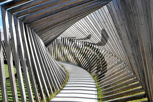 Rent skulpturelt er det lidt af en oplevelse at bevæge sig rundt i kunstværket EKKO, men man mangler lyden. Foto: Ole Torp