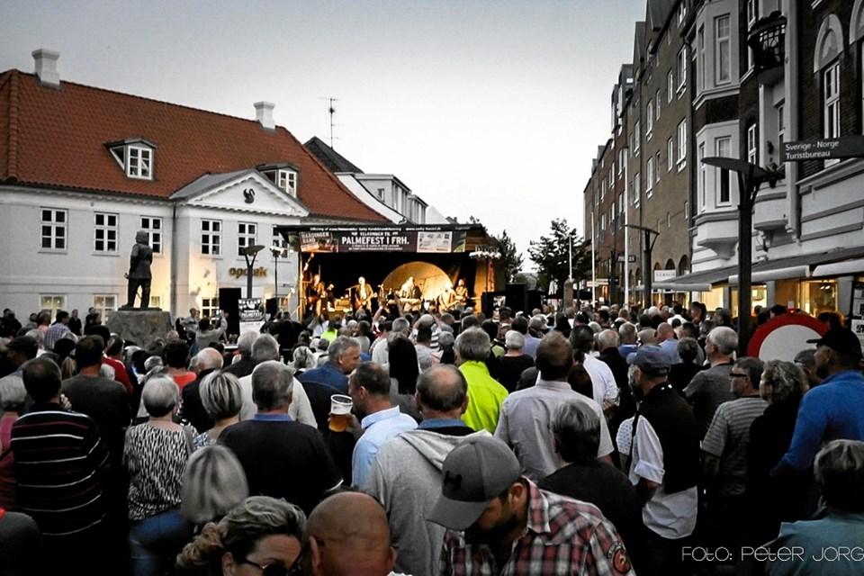 Hardinger Band var hovednavnet i fjor og som man kan se er frederikshavnere og deres gæster glade for at komme til gratis koncert.