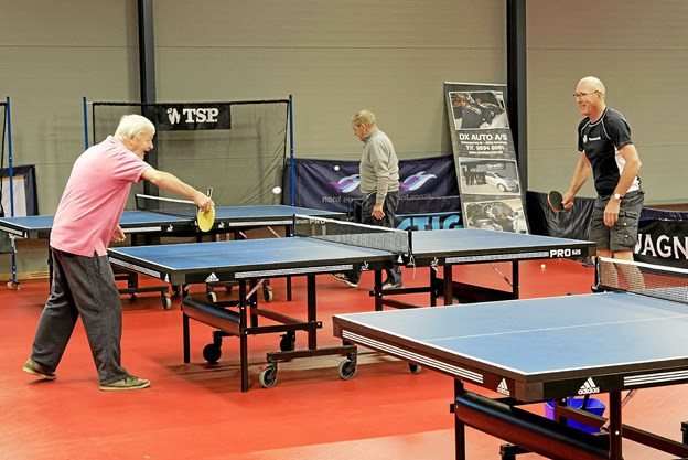 Hans Melgaard fra Lønstrup spiller sammen med B75 kontaktperson for seniorer Claus Uttrup.? Foto: Niels Helver