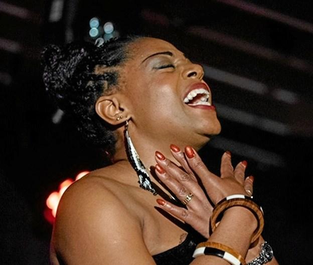 Sangerinden Miriam Mandipira fortolkede de skønne jazz-toner sammen med Kjeld Lauridsens Trio. Foto: Bo Christensen - pressefotos.dk