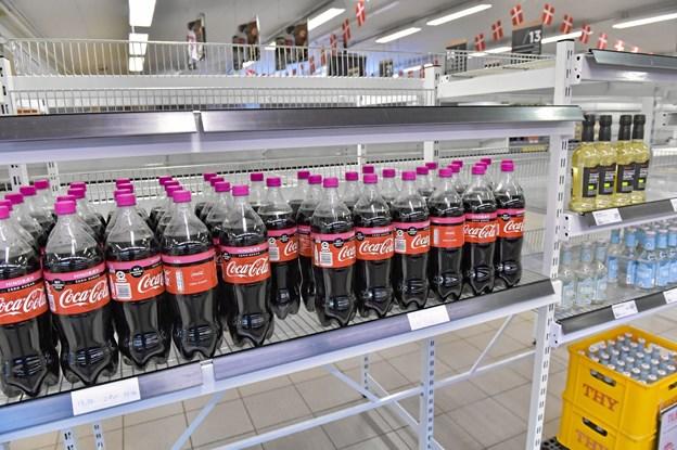Trods 70 procents rabat var der ikke megen interesse for hindbær-cola. Foto: Ole Iversen Ole Iversen