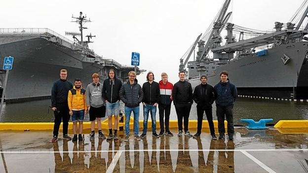 HTX-eleverne fra Thisted besøgte tech og innovations-institutioner og virksomheder. Men også spændende steder i USA, som her et besøg på Hangarskibet USS Hornet i havnen i Oakland. Privatfoto