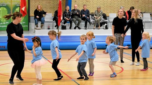 Det første opvisningshold var de små Puslinge. Foto: Niels Helver Niels Helver