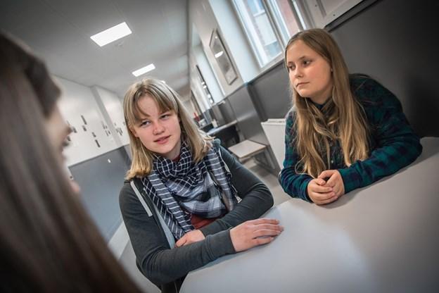Penille Lea Nielsen, 13 (th)  og Cornelia Bloch Sølvsten, 12, der meldte sig som henholdsvis for- og korsanger.