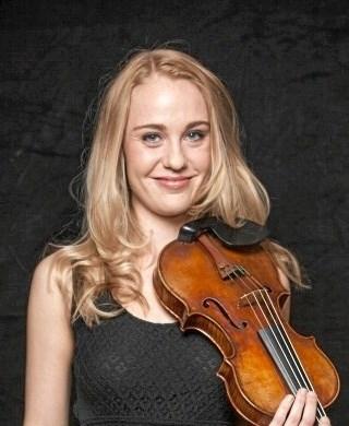 Michala Høj - spiller 10. februar i Aars sammen med pianist Vagn Sørensen. Privatfoto