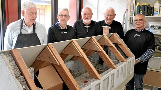 Fem af minibyggerne, fra venstre Svend Åge Jørgensen, Karl Johan Pedersen, Kurt Pedersen, Peder Schmidt og Karl Ove Bøg. Privatfoto
