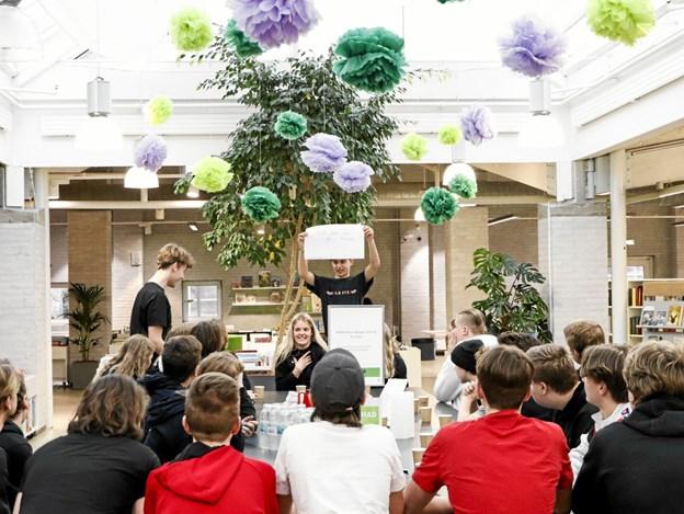 Foreningen Danske Skoleelever var med hele dagen og stod for lidt konkurrencer i pausen. Foto: Frederikshavn Bibliotek/Sisse