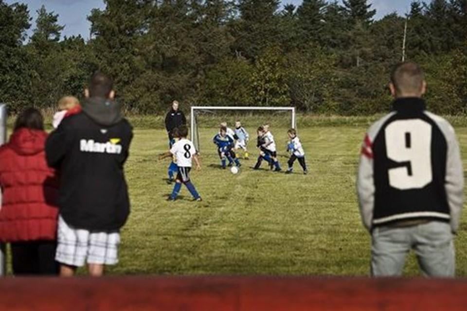 De yngste af spillerne blev fulgt nøje af både trænere og forældre.