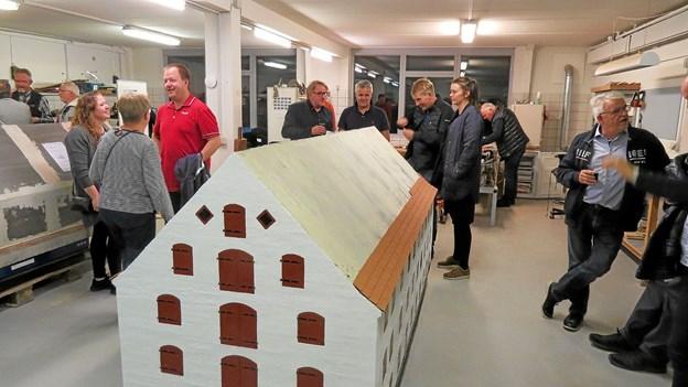 I pausen var der lejlighed til at se Løkken Minibyggerlaugs nybygning Smørkræmmerens Pakhus. ?Foto: Kirsten Olsen