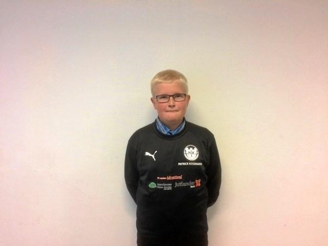 Patrik Rosengren, 11 år, er hjælpetræner i Hobro IK og træner fortrinsvis U6 og U7 drenge. Privatfoto.