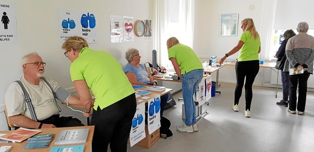 Der var mange der fik målt sit blodtryk bl.a. Benny Larsen og Solveig Thomsen. Foto: Ole Svendsen