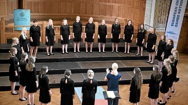 Et stærkt sammenhold giver gode resultater. Her er det et billede fra Göteborg, hvor Nordjysk Pigekor netop har hentet en sølvmedalje i den internationale korkonkurrence European Choir Games. Pia Haugaard