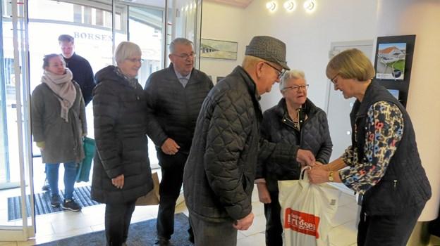 Hanne Fjeldgaard modtog besøg af både kunder og venner fra Vrensted ved afskedsreceptionen. Foto: Kirsten Olsen Kirsten Olsen