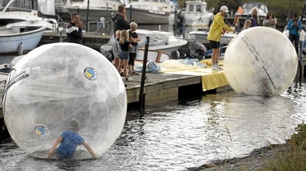 Søndag kunne man gå på vandet - i de særlige Bumperz. Foto: Allan Mortensen Allan Mortensen